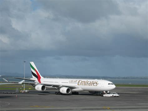 emirates airline wikipedia oukas info file emirates airbus a340 auckland intl airport akl jpg