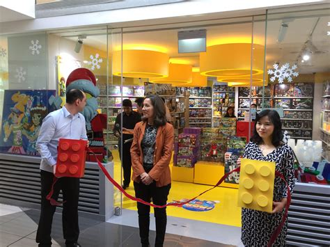 Friday Late Shopping In Singapore by Singapore S Lego Certified Store Opens At Suntec