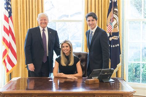 Trump S Oval Office Desk by Pictures Of Swooning Ivanka Trump And Justin Trudeau Go