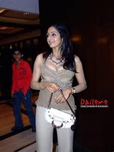 Cenimagallary sridevi danush aunty role rupees one crore