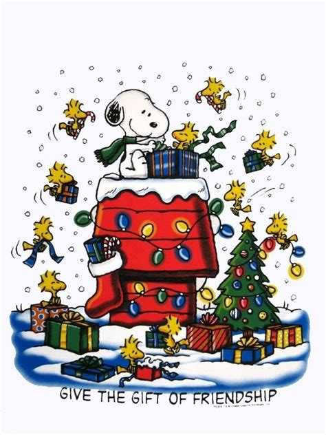 snoopy woodstock  friends decorating doghouse  christmas tree  christmastime snoopy