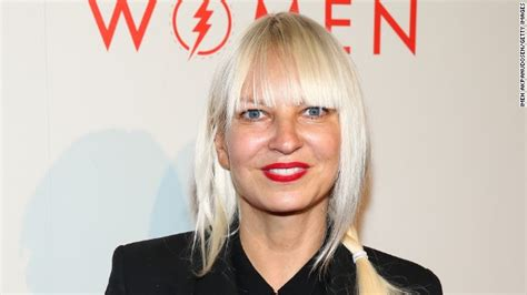 who is the real sia the story behind the singer who refuses to quot grammy 2015 quot sia confirma performance no evento famosos