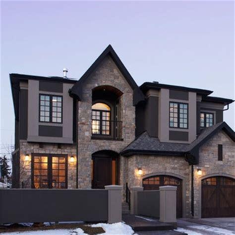 dark roofwindows  light exterior stonesiding combo