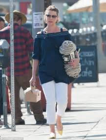 Katherine Heigl Picks Wedgie by Katherine Heigl Picks Up A Bundle Of Yarn While Out