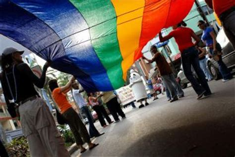 el fin del homo 8416011842 exigen en la marcha del orgullo el fin de la discriminaci 243 n y la prevenci 243 n del vih en