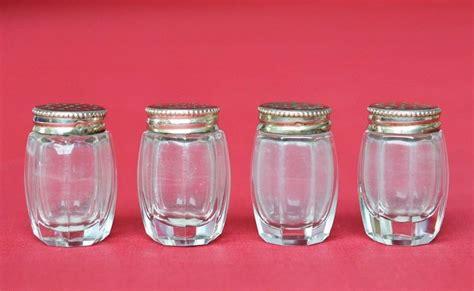 kleine salzstreuer 4 kleine alte salzstreuer glas geschliffen deckel silber