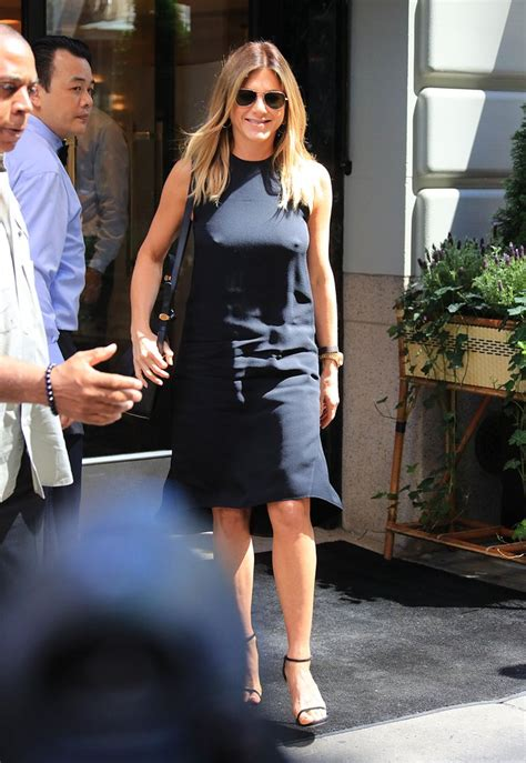 what is celebrity go best jennifer aniston celebrities going braless popsugar