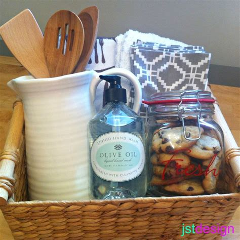 new kitchen gift ideas best 25 housewarming basket ideas on pinterest gift