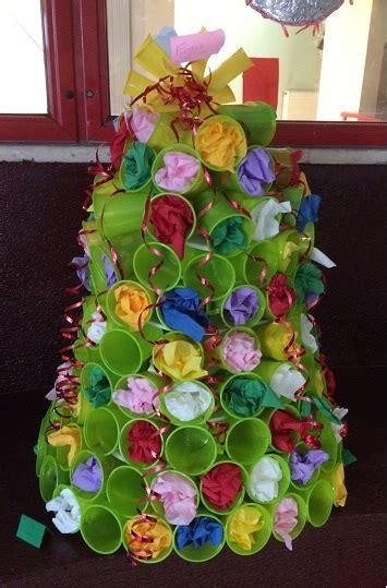 pupazzo di neve con bicchieri di carta decorazioni natalizie con bicchieri di carta fotogallery