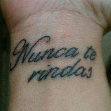 wrist tattoo  nunca te rindas spanish