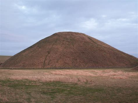 picture of file silbury hill db jpg