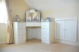White corner dressing table and stool corner spot decoration