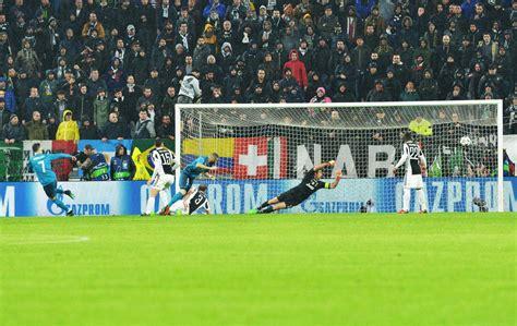 ronaldo juventus rovesciata rovesciata cristiano ronaldo all allianz stadium che applaude