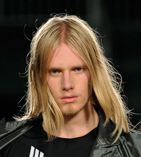 thin blonde hairstyles men capelli lunghi uomo