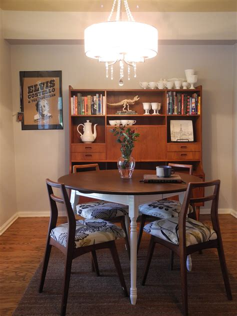 modern  dining table   family tradition
