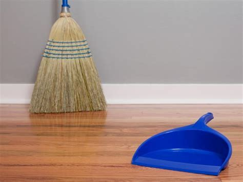9 Best Home Remedies To Clean Wooden Floors   Boldsky.com