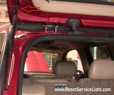 how to reset change light on 2002 chevy silverado diy change the back door support struts on chevy