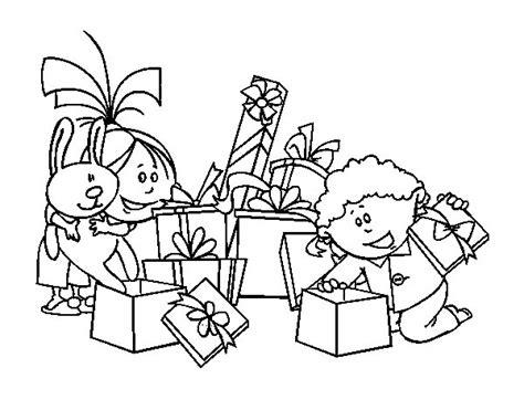 dibujos para colorear con los ni os de animales marinos dibujo de los ni 241 os y los regalos para colorear dibujos net