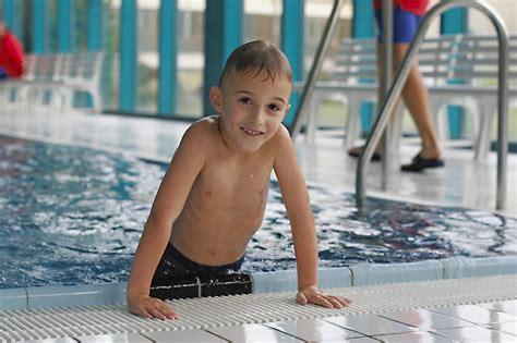 schwimmkurs ab wann sportkurse f 252 r kinder cjd dortmund sportgemeinschaft