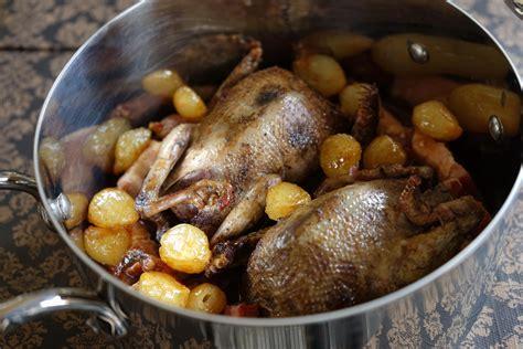 cuisiner perdrix pigeon en cocotte 224 la fran 231 aise une recette de gibier