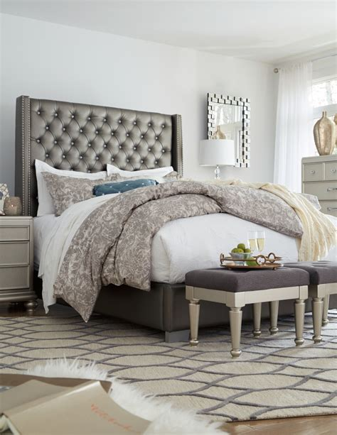 coralayne queen upholstered bed bb