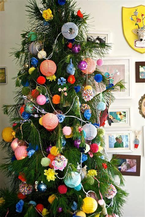 greedy  colour  happy messy christmas tree