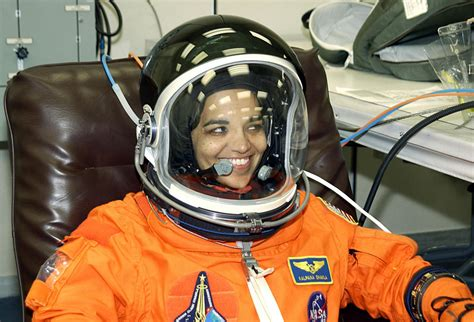 biography of kalpana chawla the most powerful and bravest women of india happy women