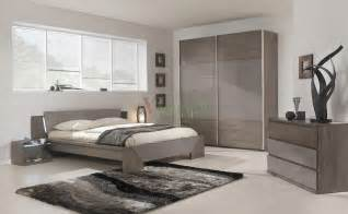 Modern Bedroom Furniture by Modern Bed Gami Trapeze Bed Set Modern Bedroom Set By