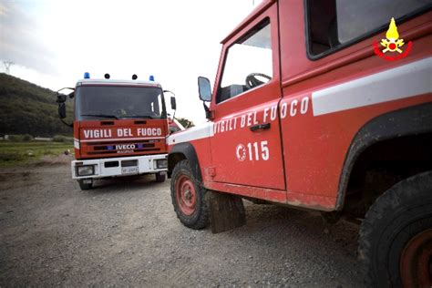 fucino carsoli ancora fuoco nella marsica incendio a pietrasecca vigili