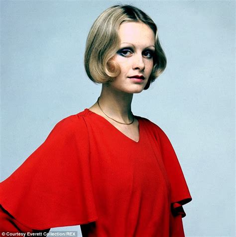 Twiggy Hairstyles by Twiggy S In 15 Hairstyles Daily Mail