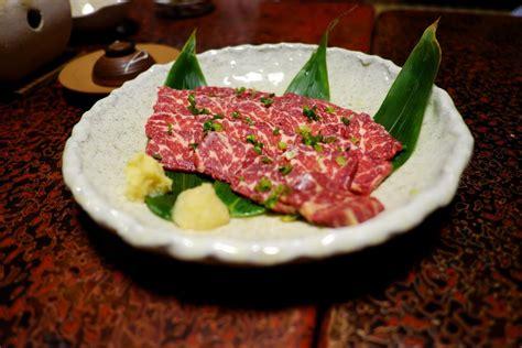 cucinare carne di cavallo ricetta carne di cavallo alle erbe aromatiche e sale in