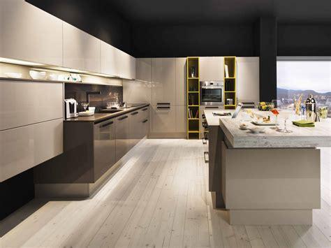 küchenmodelle für kleine küchen wohnwand hochglanz