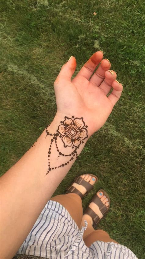henna tattoo design pinterest best 25 henna wrist ideas on henna