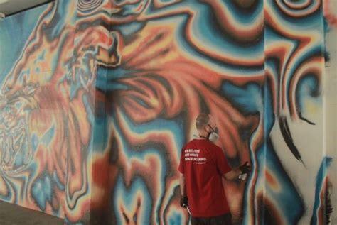 mural coretan seniman jerman hiasi mrt dukuh atas