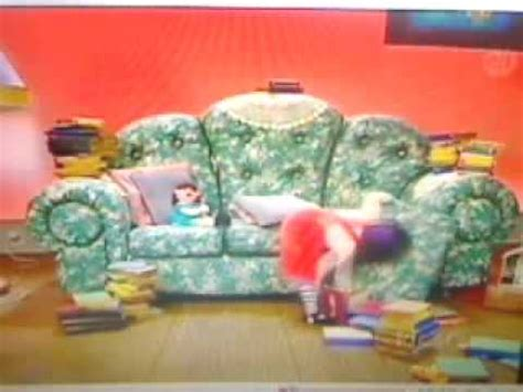 big comfy couch floppy big comfy couch quot between the covers quot 10 second tidy
