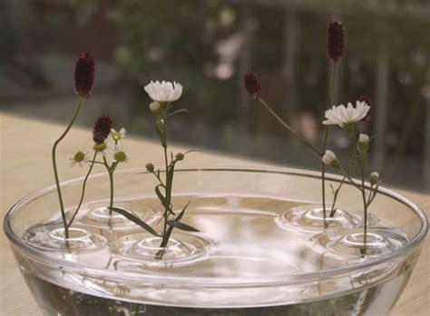 vaas met drijvende bloemen drijvende vazen eyespired