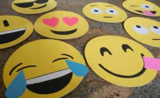 How to make cardboard emoji faces diy inspired