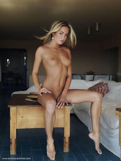 Gorgeous Girl Verunka Displays Her Nude Body Like A Priceless Work Of Art Coed Cherry