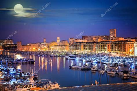 porto marsiglia porto di marsiglia alla notte provenza francia foto