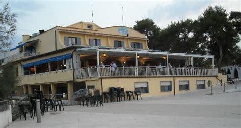 hotel il gabbiano tremiti vista dal bar ristorante dell abergo foto di hotel