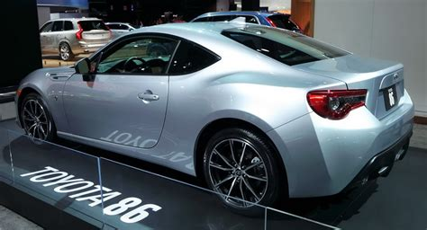 subaru toyota 2017 subaru brz vs 2017 toyota 86 which one do you like