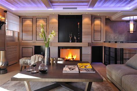 canapé style montagne salon cheminee moderne