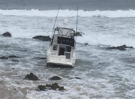 boat r port macquarie boat grounded at middle rock port macquarie news