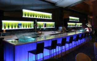 Backyard Bars Designs by Come Scegliere L Arredamento Di Locali Notturni