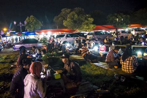 pesona wisata malam alun alun selatan yogyakarta alkid jogja