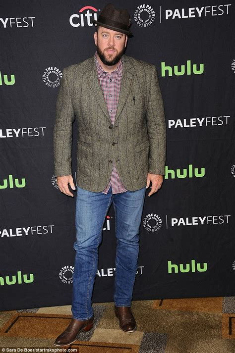 chris sullivan daily mail mandy moore and chrissy metz stun at this is us talk