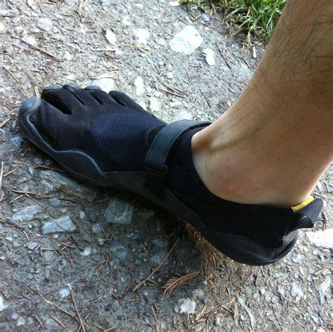 132525195x pieds nus dans la montagne mais de quoi s agit il courir presque pieds nus