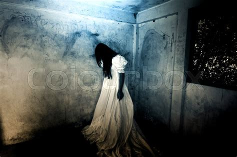 Cry Girl,Ghost in Haunted House,Mysterious Woman in White