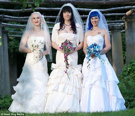 Hochzeit Zu Dritt by Married Expecting Their Baby In