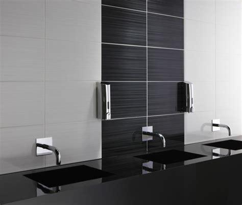 badezimmer fliesen ideen schwarz weiß badezimmer fliesen design schwarz wei 223 gispatcher
